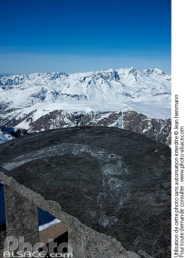 Photo : Table d'orientation du Col des Ruillans (3211 m), La Grave, Oisans, Parc Nationale des Ecrins, Hautes-Alpes (05) - (ref. X01290) © Jean Isenmann