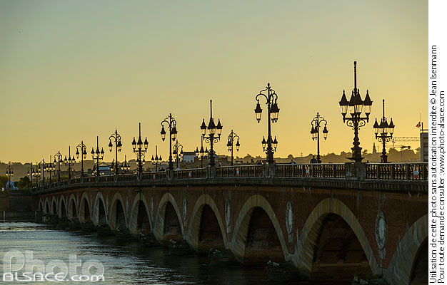 Photo : Pont de Pierre, Bordeaux, Gironde (33) - (ref. 170821-043) © Jean Isenmann
