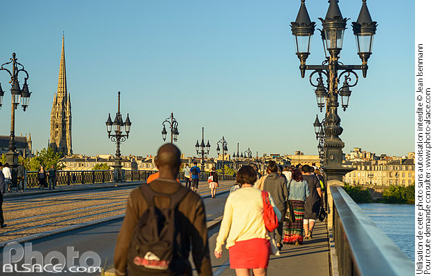 Photo : Pont de Pierre, Bordeaux, Gironde (33) - (ref. 170821-071) © Jean Isenmann