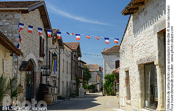 Photo : Village de Pujols, Lot-et-Garonne (47) - (ref. n64996) © Jean Isenmann