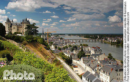 Photo le ch teau de saumur au dessus de la ville de for Piscine de saumur