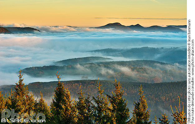 Photo : Panorama of the Vosges and sea of clouds from the top of the Julius tower