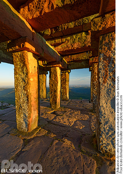Photo : Temple gallo Romain au sommet du Donon, Grandfontaine, Bas-Rhin (67) - (ref. 180811-054) © Jean Isenmann