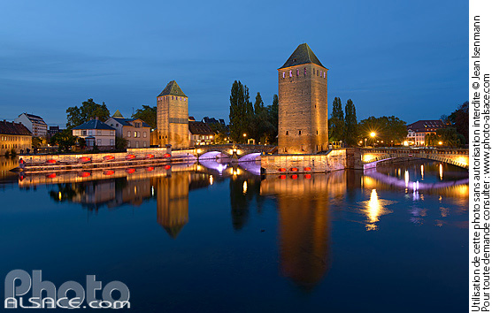 Photo : Illumination des Ponts Couverts, Quartier de la Petite France, Strasbourg, Bas-Rhin (67) - (ref. n66418) © Jean Isenmann