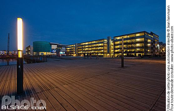 Parking et cin�ma UGC la nuit, Quai Jeanne Helbling, Strasbourg, Bas-Rhin (67)