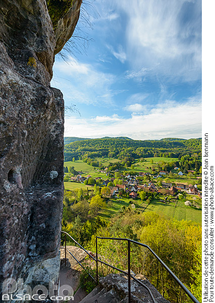 Photo : View of Obersteinbach village seen from Petit Arnsbourg castle