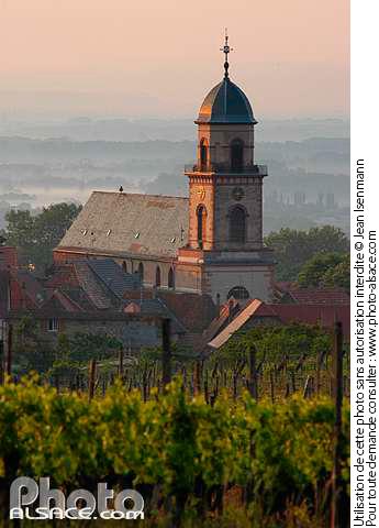 Vigne et �glise Saint-Hippolyte, Saint-Hippolyte, Haut-Rhin (68)