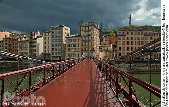 Passerelle Saint-Vincent et immeubles du Quai de Bondy, Lyon, Rh�ne (69)