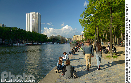Photo : Quai de la Loire, Bassin de la Villette, Paris (75019)