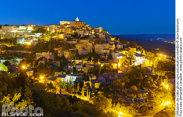 Photo : Vaucluse (84), Parc naturel régional du Luberon, Village de Gordes la nuit // FRANCE, Vaucluse (84), Luberon Regional Natural Park, Gordes at night - (ref. 160824-144) © Jean Isenmann
