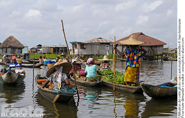 March� sur l'eau, Ganvi�, Lac Nokou�, So-Ava, Atlantique, Benin