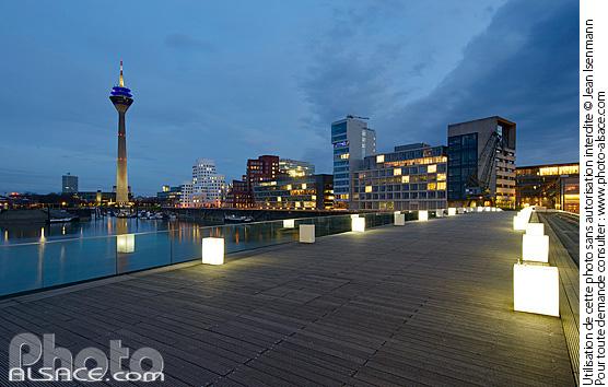 Medienhafen la nuit, D�sseldorf, Nordrhein-Westfalen, Allemagne