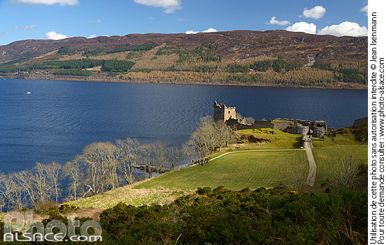 Photo : Urquhart castle, Loch Ness, Inverness-shire, Highlands, Scotland, United Kingdom - (ref. n69252) © Jean Isenmann