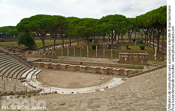 photo th 233 226 tre d ostie et place des corporations ostie ostia antica ancien port de la rome