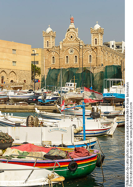 Photo : Port de Batroun et la cathédrale maronite Saint-Etienne (Mar Estephan), Batroun, Liban-Nord, Liban - (ref. 190414-114) © Jean Isenmann