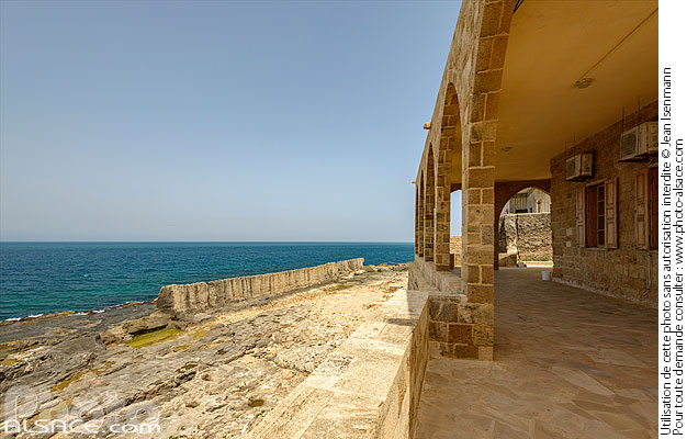 Photo : Le mur phénicien de Batroun et l'église Notre-Dame de la Mer (Our Lady of the Sea Church ou Saydet al Bahr), Batroun, Liban-Nord, Liban - (ref. 190425-167) © Jean Isenmann