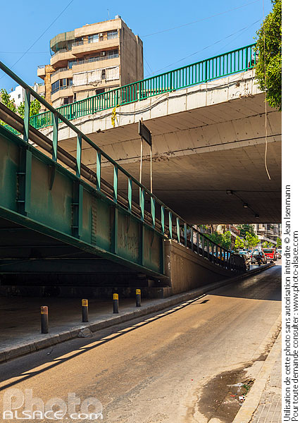 Photo : Superposition de ponts rue de l'Indépendance, Bachoura, Beyrouth, Liban - (ref. 190627-058) © Jean Isenmann
