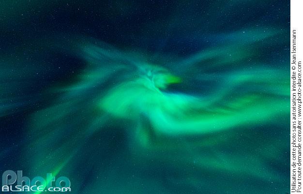 Aurore Bor�ale au-dessus de Hus�y i Senja, Troms, Norv�ge