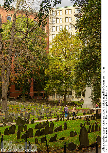 Photo : Granary Burying Ground (Troisième plus vieux cimetière de la ville de Boston), Boston, Massachusetts, Etats-Unis - (ref. 171024-126) © Jean Isenmann