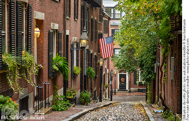 Photo : Acorn Street dans le quartier de Beacon Hill, Boston, Massachusetts, Etats-Unis - (ref. 171025-006) © Jean Isenmann