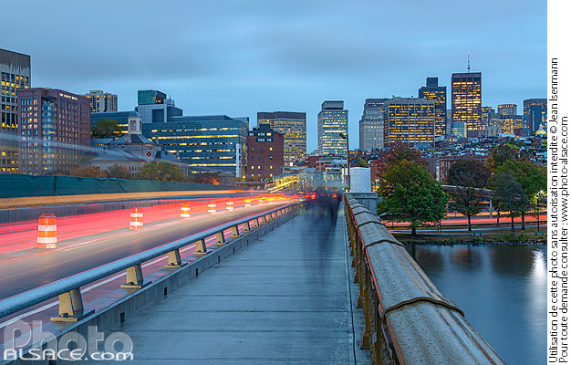 Photo : Longfellow Bridge et Boston la nuit, Boston, Massachusetts, Etats-Unis - (ref. 171025-029) © Jean Isenmann
