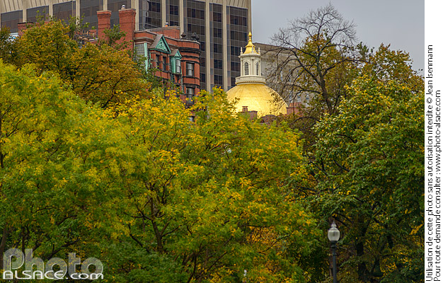 Photo : Boston Common en automne (Boston Common est le plus ancien jardin public des États-Unis), Boston, Massachusetts, Etats-Unis - (ref. 171026-025) © Jean Isenmann