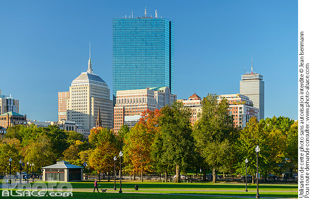 Photo : Boston Common en automne et 200 Clarendon Street tower et Berkeley Building, Boston, Massachusetts, Etats-Unis - (ref. 171027-036) © Jean Isenmann