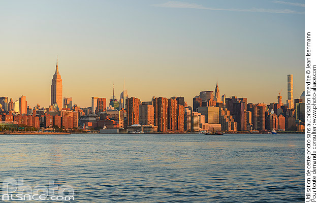 Photo : East-River et Manhattan vue depuis Williamsburg, Brooklyn, New York, Etats-Unis - (ref. 171028-024) © Jean Isenmann