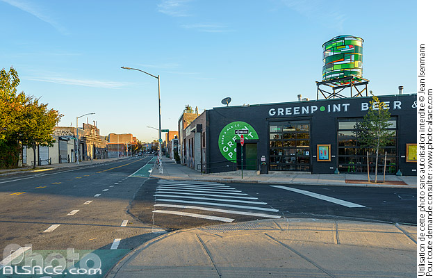 Photo : Greenpoint Beer and Ale, North 15th Street, Greenpoint, Brooklyn, New York, Etats-Unis - (ref. 171028-060) © Jean Isenmann