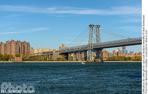 Photo : Williamsburg Bridge au-dessus de East River , Brooklyn, New York, Etats-Unis - (ref. 171028-080) © Jean Isenmann