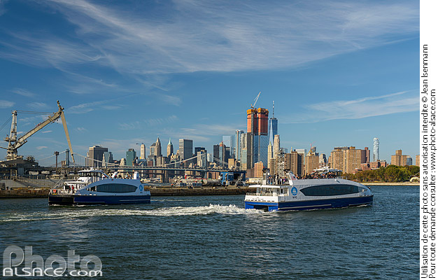 Photo : NYC Ferry sur la East River, South Williamsburg