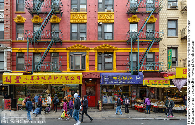 Photo : Commerces dans Chinatown, Mott Street, Manhattan, New York, Etats-Unis - (ref. 171030-028) © Jean Isenmann