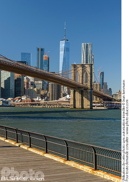 Photo : Brooklyn Bridge et Financial District depuis Brooklyn Bridge Park, Brooklyn, New York, Etats-Unis - (ref. 171031-086) © Jean Isenmann