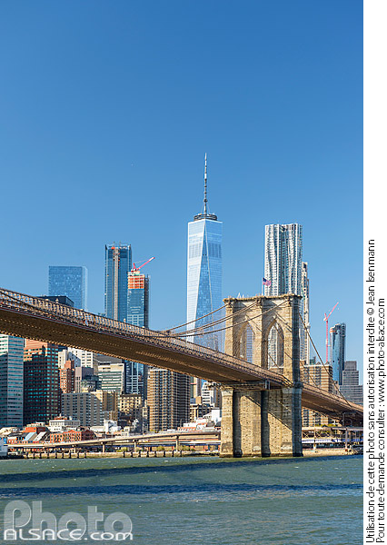 Photo : Brooklyn Bridge, East River et Financial District avec vus sur One World Trade Center, Brooklyn, New York, Etats-Unis - (ref. 171031-089) © Jean Isenmann
