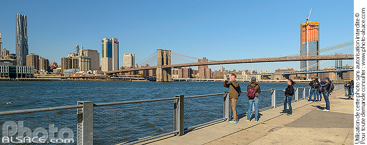 Photo : Brooklyn Bridge Park, East River et Financial District, Brooklyn, New York, Etats-Unis - (ref. 171031-107) © Jean Isenmann
