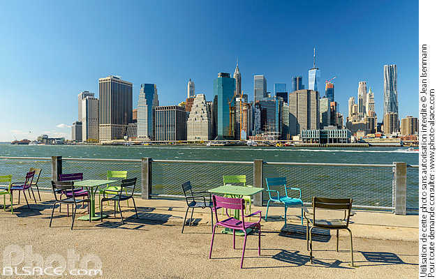 Photo : Brooklyn Bridge Park, East River et Financial District, Brooklyn, New York, Etats-Unis - (ref. 171031-114) © Jean Isenmann