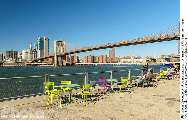 Photo : Brooklyn Bridge Park, East River et Financial District, Brooklyn, New York, Etats-Unis - (ref. 171031-115) © Jean Isenmann