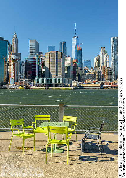 Photo : Brooklyn Bridge Park, East River et Financial District, Brooklyn, New York, Etats-Unis - (ref. 171031-120) © Jean Isenmann