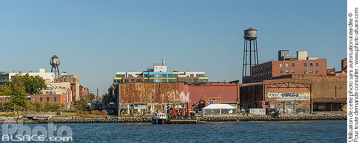 Photo : Greenpoint vue depuis East River, Brooklyn, New York, Etats-Unis - (ref. 171031-180) © Jean Isenmann