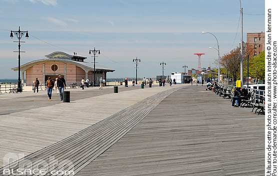 Photo : Brighton Beach Boardwalk, Coney Island, Brooklyn, New York, Etats-Unis - (ref. n62081) © Jean Isenmann