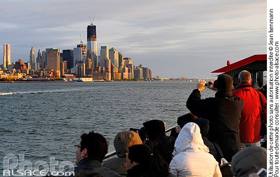 Photo : Touristes sur un bateau, Hudson River, Manhattan, New York, Etats-Unis - (ref. n62183) © Jean Isenmann