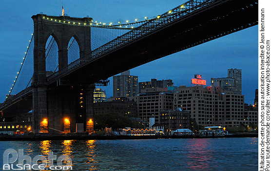 Photo : Brooklyn Bridge la nuit, Manhattan, New York, Etats-Unis - (ref. n62227) © Jean Isenmann