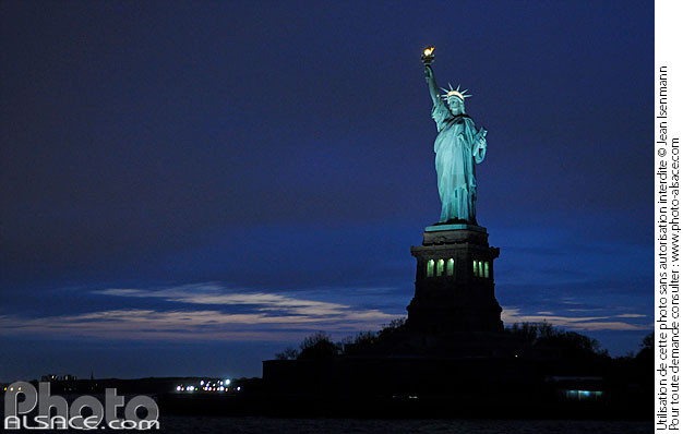 Photo : Statue de la Liberté la nuit, Manhattan, New York, Etats-Unis - (ref. n62257) © Jean Isenmann