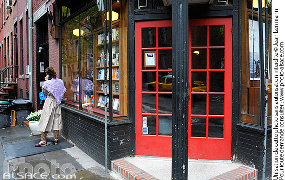 Photo : Librairie, 10th Street et Waverly Place, West Village, Manhattan, New York, Etats-Unis - (ref. n62437) © Jean Isenmann