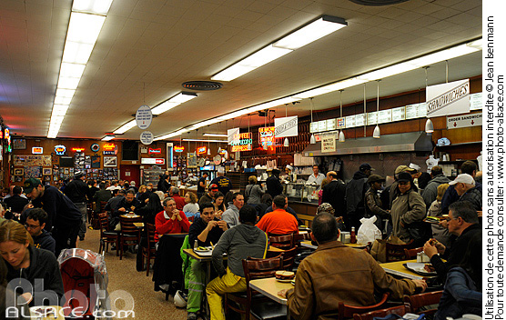 Photo : Katz's delicatessen, Houston Street, Lower East Side, Manhattan, New York, Etats-Unis - (ref. n62454) © Jean Isenmann