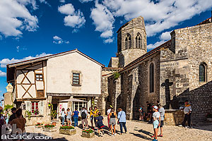 Photo : Village de Charroux (classé parmi les plus beaux villages de France), Allier (03)