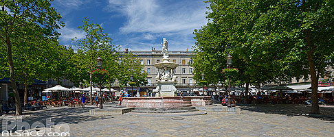 Photo : Place Carnot en été, Carcassonne, Aude (11)