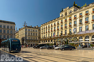 Photo : Tramway et Le Grand Hôtel de Bordeaux, Place de la Comédie, Bordeaux, Gironde (33), Aquitaine, France