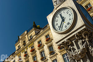 Photo : Horloge et Le Grand Hôtel de Bordeaux, Place de la Comédie, Bordeaux, Gironde (33)