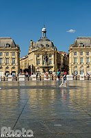 Photo : Le Miroir d'eau et la place de la Bourse, Bordeaux, Gironde (33)